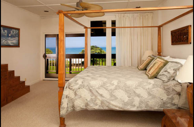 Master bedroom with full oceanview (king bed)