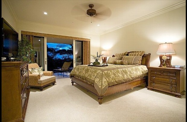Master Bedroom - King-Size Bed - ensuite